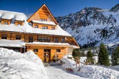 Pleso van Popradske van het berghotel in Hoge Tatras-bergen, Slovaki Royalty-vrije Stock Fotografie