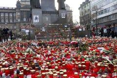 Pletora di candele davanti allo statuto di Wenceslas Fotografie Stock