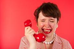 Pleurer au téléphone photos libres de droits