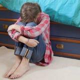 Pleurer de l'adolescence d'anéantissement de fille images libres de droits