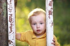 pleurer de petit garçon photos libres de droits
