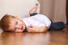 Pleurer de petit gosse Photographie stock libre de droits