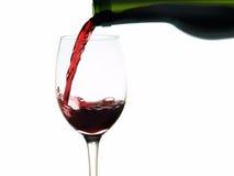 Pleuvoir à torrents de vin rouge de plan rapproché Images libres de droits