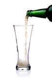 pleuvoir à torrents en verre de bière Photos stock