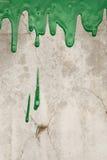 Pleuvoir à torrents vert de peinture Images stock