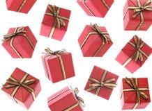 Pleuvoir de cadeaux (d'isolement) images libres de droits