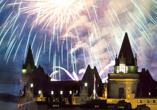 Pleuvoir des feux d'artifice photos libres de droits