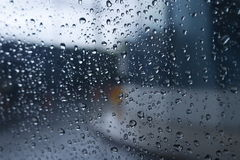 Pleuvoir la baisse image libre de droits