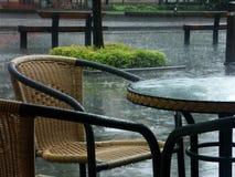 Pleuvoir la terrasse Images libres de droits