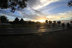 Pleuvoir le coucher du soleil en Thaïlande Photographie stock libre de droits