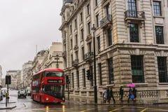 Pleuvoir le jour à Londres Photos stock