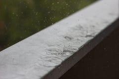 Pleuvoir le jour Photographie stock libre de droits