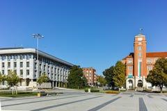 PLEVEN, ΒΟΥΛΓΑΡΊΑ - 20 ΣΕΠΤΕΜΒΡΊΟΥ 2015: Κεντρικό τετράγωνο στην πόλη Pleven Στοκ Φωτογραφία