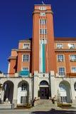 PLEVEN BULGARIEN - 20 SEPTEMBER 2015: Byggnad av stadshuset i mitt av staden av Pleven Arkivbild