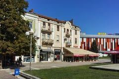 PLEVEN BULGARIEN - 20 SEPTEMBER 2015: Central gata i stad av Pleven Royaltyfri Fotografi