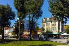 PLEVEN BULGARIEN - 20 SEPTEMBER 2015: Central gata i stad av Pleven Arkivbild