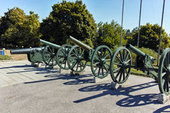 PLEVEN BULGARIEN - 20 SEPTEMBER 2015: Kanon framme av panorama den Pleven epopeen 1877 i stad av Pleven Royaltyfri Bild
