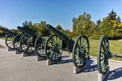 PLEVEN BULGARIEN - 20 SEPTEMBER 2015: Kanon framme av panorama den Pleven epopeen 1877 i stad av Pleven Royaltyfri Fotografi