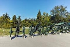 PLEVEN BULGARIEN - 20 SEPTEMBER 2015: Kanon framme av panorama den Pleven epopeen 1877 i stad av Pleven Royaltyfria Bilder