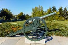 PLEVEN BULGARIEN - 20 SEPTEMBER 2015: Kanon framme av panorama den Pleven epopeen 1877 i stad av Pleven Royaltyfri Foto