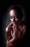 plezier Glanzende Vrouw met Gouden Lichaamsart. glamor royalty-vrije stock fotografie
