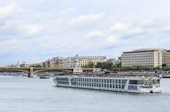 Plezierboot op de Rivier van Donau, Boedapest Stock Foto