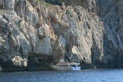 Plezierboot in Sardinige stock afbeeldingen