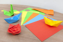 Pliage de papier de bateau image stock