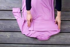 Pliage rose de chemisier, vue arrière Photographie stock libre de droits