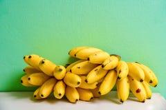 Plik Dojrzali banany na Nowym tle Obrazy Royalty Free