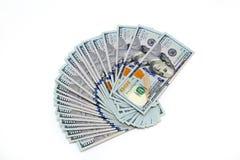 Plik sto dolarowych rachunków rozkładających jak fan Na biały tle bill tła dolara Amerykańscy dolary gotówka obrazy royalty free