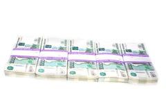 Pliki rosjanina papieru rachunki tysiąc rubli kłamają z rzędu na białym tle obraz royalty free