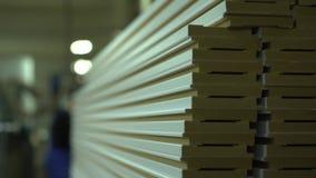plinth Bereite Sockel in einem Lager Natürliche Beleuchtung Leiten durch die Kamera Ein Abschluss oben auf Sockeln Produktion von stock video footage
