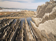Plis géologiques en plage de Zumaias image libre de droits