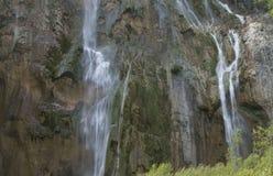 plitvice красивейших течений свежее зеленое окружило водопады водопада вегетации Стоковые Фото