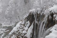 Plitvice jezior park narodowy, śnieg zakrywał naturę Naturalny krajobraz zamarznięty Plitvice jezior park narodowy Obraz Stock