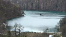 Plitvice meer-elektrische boot (11 04 2011 ) stock videobeelden
