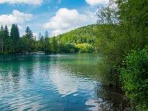 Plitvice See-Nationalpark reflektierte sich im Wasser Stockfotografie