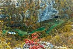 Plitvice Seeschlucht - Luftaufnahme des bunten Flusses Stockfotografie
