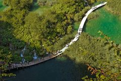 PLITVICE-SJÖAR, KROATIEN - SEPTEMBER 5, 2017: Plitvice sjöarna Royaltyfri Foto