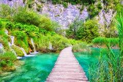 Plitvice sjönationalpark, härligt landskap med vattenfall, sjöar och skog, Kroatien arkivbilder
