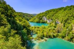 Plitvice sjönationalpark, Kroatien, berömd dragning Stillhet stillsamt landskap med att applådera sjöar fotografering för bildbyråer