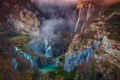 Plitvice vattenfall i höst Arkivbild