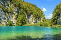 Plitvicemeren van Kroatië, kloof in Nationaal Park Stock Foto's