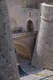 Ploce-Flugsteig einer der Eingangstore zur alten ummauerten Stadt von Dubrovnik Lizenzfreies Stockbild