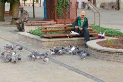 Plock, Polonia, il 4 agosto 2015, foto editoriale del senzatetto dell'uomo immagine stock