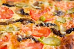 plocka svamp pizza Royaltyfri Fotografi