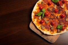 plocka svamp pizza Arkivfoto