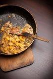 plocka svamp potatisar Fotografering för Bildbyråer
