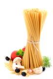 plocka svamp spagettitomater Arkivfoton